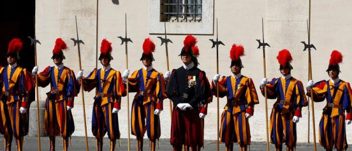 تعرف علي الحياة السرية لجيش البابا
