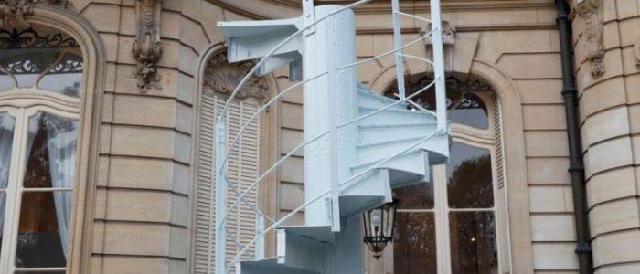 بيع جزء من درج برج إيفل مقابل 169 ألف يورو في مزاد بباريس