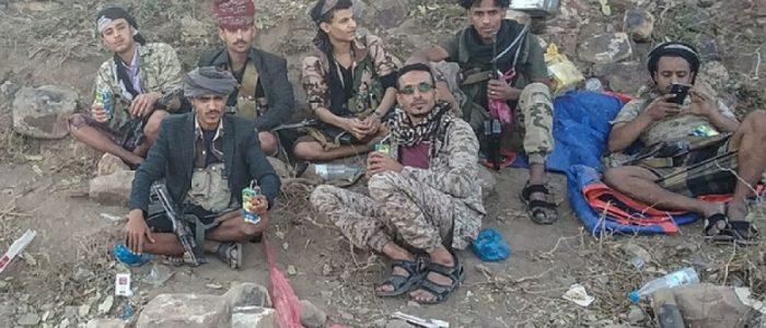 مراهق باليمن يتجول بموكب من 5 سيارات والشرطة تخشى منه ويدير مدينة بالترهيب والبلطجة