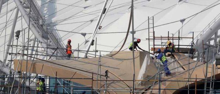 """قصص معاناة في قطر على لسان """"عمّال المونديال"""""""