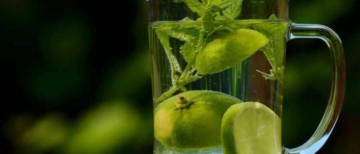 5 فوائد لشرب الماء والليمون والمعدة فارغة