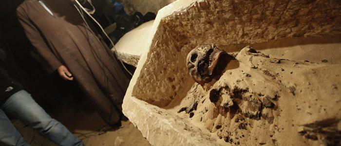العثور على مقبرة تضم مومياوين لكاهن وزوجته في الأقصر