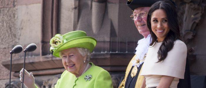 لماذا لا تستطيع ميجان ماركل التحدث مع الملكة خلال تناول وجبات الطعام الرسمية