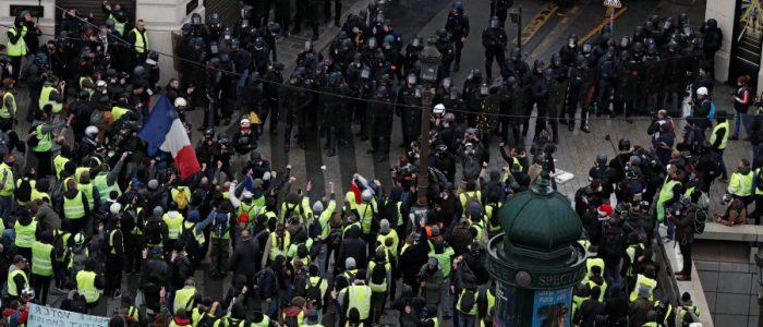 السترات الصفراء تدعو للتظاهر رغم الحوار الوطني