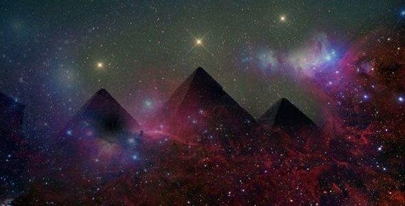 نجوم حزام أوريون تصطف فوق الأهرامات