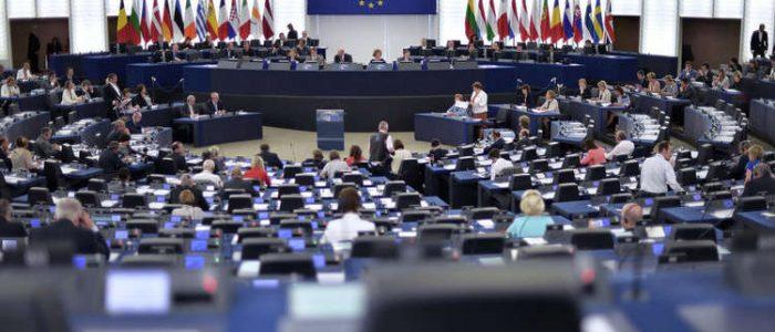 الاتحاد الأوروبي يوسع العقوبات ضد سوريا بإضافة 11 رجل أعمال و5 شركات إلى القائمة السوداء