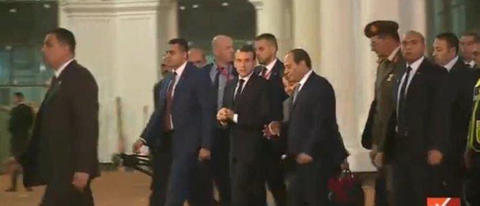 السيسي يصطحب ماكرون لعاصمة مصر الإدارية على أنغام عسكرية