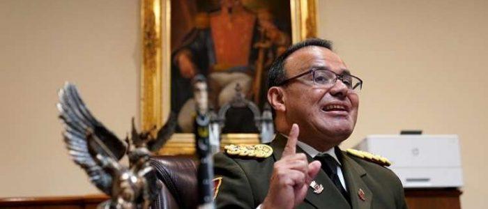 """الدفاع الفنزويلية تعتبر انشقاق الملحق العسكري في واشنطن """"خيانة وطنية عظمى"""""""