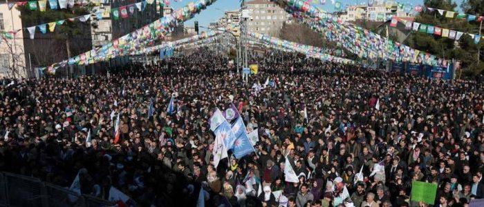 """تظاهر الآلاف دعما """"للنائبة السجينة"""" في تركيا"""