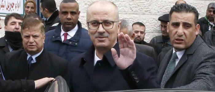 الحكومة الفلسطينية تقدم استقالتها لعباس