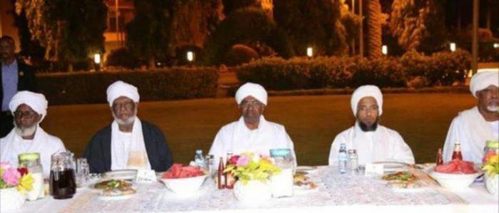 علماء السودان يجتمعون مع البشير ويسلمونه رسالة مكتوبة