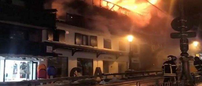 قتيلان و22 مصابا بحريق في منتجع جنوب شرقي فرنسا