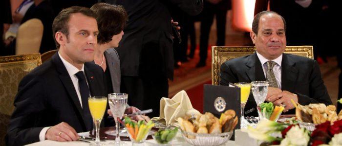 """ماكرون للبابا تواضروس الثاني: السيسي يقود """"معركة"""" ثقافية وفكرية"""