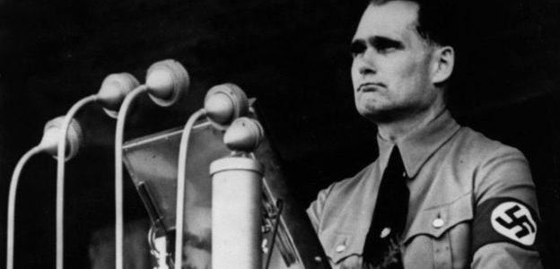 من هو نائب هتلر الذي ولد في مصر؟