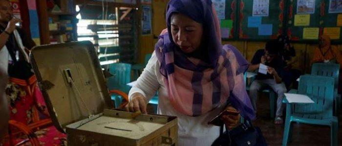 التصويت على استفتاء يمنح شعب مور المسلم حكما ذاتيا في جنوب الفلبين