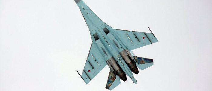 """المقاتلة الروسية """"سو-27"""" تبعد طائرة للناتو عن طائرة حكومية روسية"""