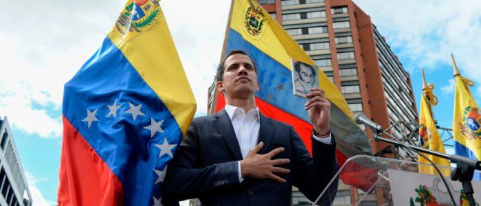 واشنطن بوست: جوايدو يجري مفاوضات سرية مع قادة بالجيش لعزل مادورو عن السلطة