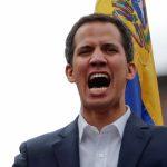ناشطون يمنعون وفد جوايدو من دخول السفارة الفنزويلية بواشنطن