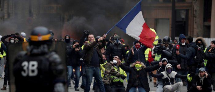 حكومة ماكرون اعتقلت 84 ألف من السترات الصفراء منذ بدء الاحتجاجات