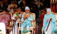 وضع ملك ماليزيا وزوجته في الحجر الصحي.. بعد إصابة 7 من العاملين في القصر الملكي بكورونا