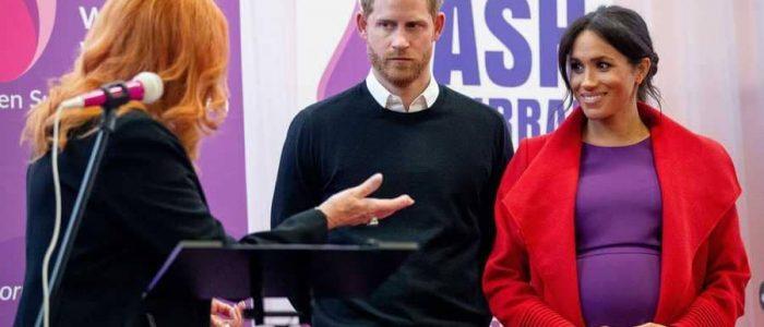 لماذا تضع ميجان ماركل يدها دائماً علي جنينها؟