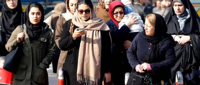 توقيف امرأتين في إيران بسبب الحجاب