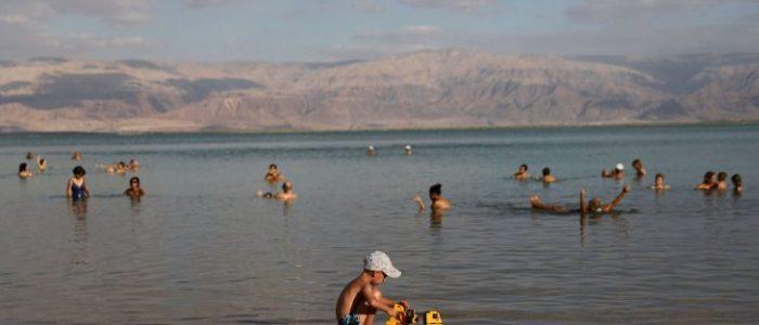 """إسرائيل تحرم الفلسطينيين من بحرهم """"الميت"""""""