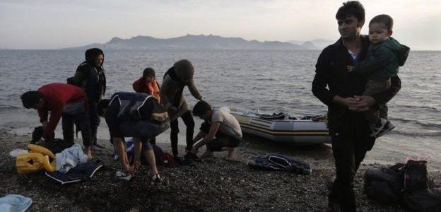 الجارديان: تفاقم الأزمة الإنسانية في مخيمات المهاجرين في اليونان
