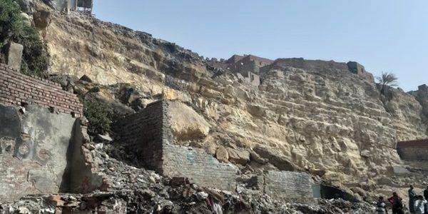 انهيار صخرة ضخمة بمنشأة ناصر