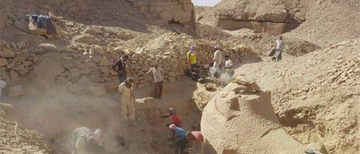 العثور علي تمثال فرعوني داخل محجر في أسوان