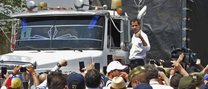 """المساعدات الأمريكية """"في طريقها إلى فنزويلا"""""""