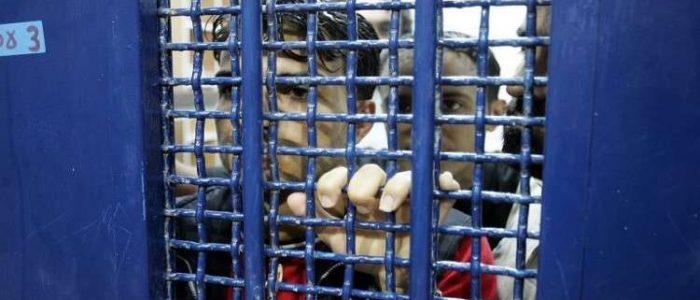 """توتر في سجن """"النقب"""" بعد محاولة أسير فلسطيني إحراق نفسه"""