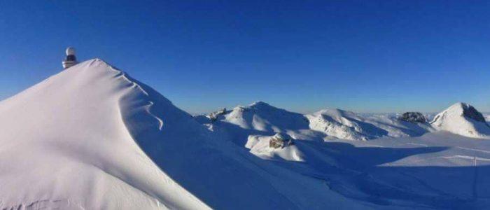 """كارثة جليدية """"تدفن"""" 12 شخصا في سويسرا"""