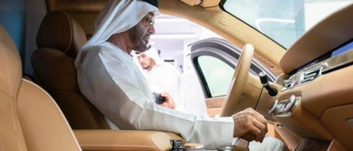 محمد بن زايد آل نهيان خلف مقود ليموزين الكرملين