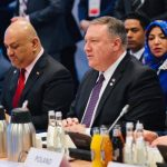 نتنياهو معلقًا على جلوسه بجانب وزير الخارجية اليمني: نصنع التاريخ
