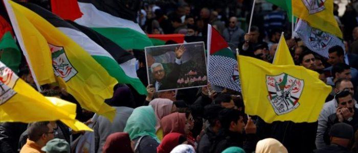 وقفات مؤيدة للرئيس الفلسطيني في الضفة الغربية