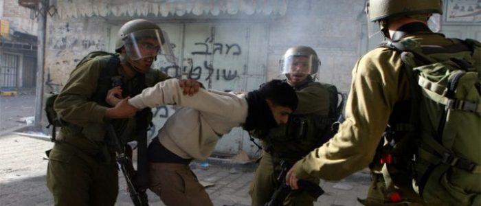 الاحتلال يعتقل 22 فلسطينيا من الضفة الغربية