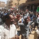السودانيون يهتفون بإسقاط قناة الجزيرة المشبوهة