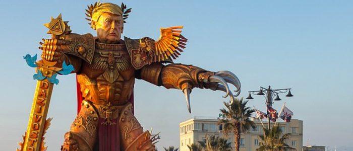 تمثال ضخم لترامب يُظهره في هيئة مُحاربٍ خيالي من لعبة Warhammer