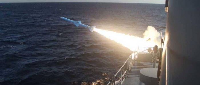 إيران تطلق صاروخ كروز من غواصة للمرة الأولى