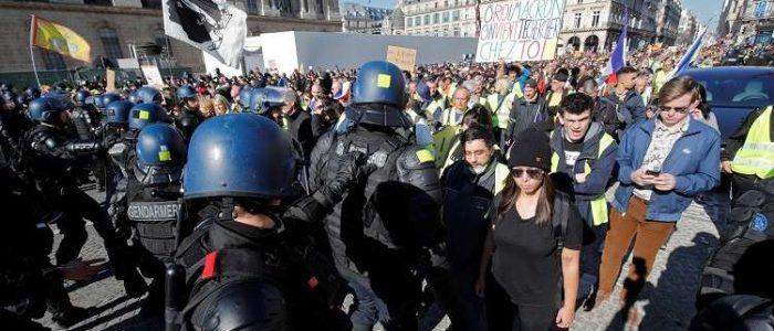 """الآلاف في شوارع فرنسا لتأكيد عدم انحسار حركة """"السترات الصفراء"""""""