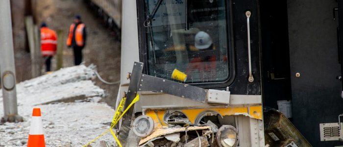 قطاران يدهسان سيارة فى أمريكا ومصرع وإصابة 10 أشخاص