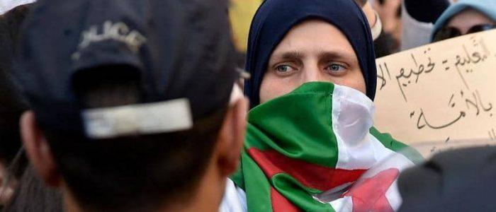 ستريت جورنال: الاحتجاجات الضخمة تمثل اختبارًا كبيرًا للحكومة الجزائرية السرية