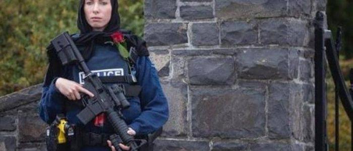 ميشال إيفانز شرطية نيوزيلندية أثارت أعجاب العالم