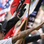 نيويورك تايمز: القومية البيضاء مثل داعش في الشرق الأوسط متطرفون يرهبون العالم