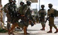 """إسرائيل تحقق بإطلاق النار على فلسطيني """"مكبل ومعصوب العينيين"""""""