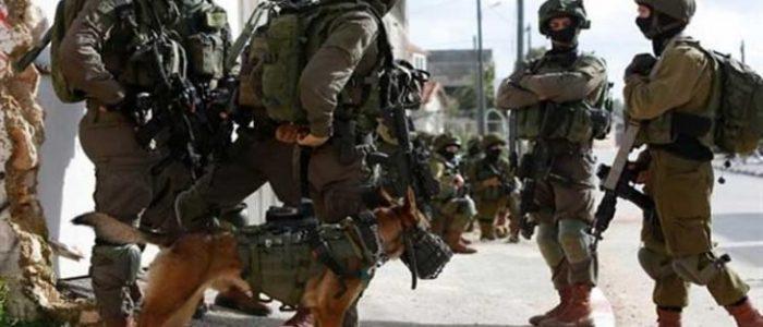 إسرائيل تواصل ملاحقة مسؤول فتح بالقدس وتغلق المعابر التجارية مع غزة