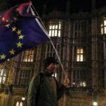 نشطاء شبه عراة يثيرون ضجة في البرلمان البريطانى أثناء مناقشة الخروج