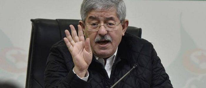 """الجزائر تبدأ استجواب أويحيى في """"ملفات فساد"""""""