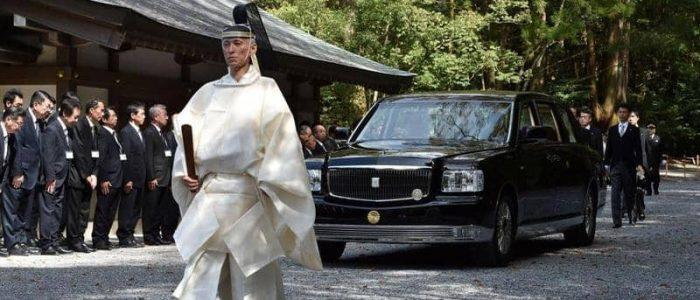 إمبراطور اليابان يتخلى عن رولز رويس من أجل تويوتا